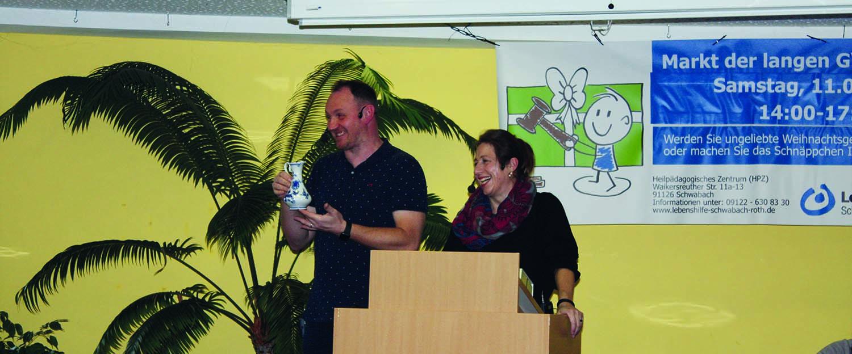 Jörg Deffner und Claudia Ganz bei der Versteigerun